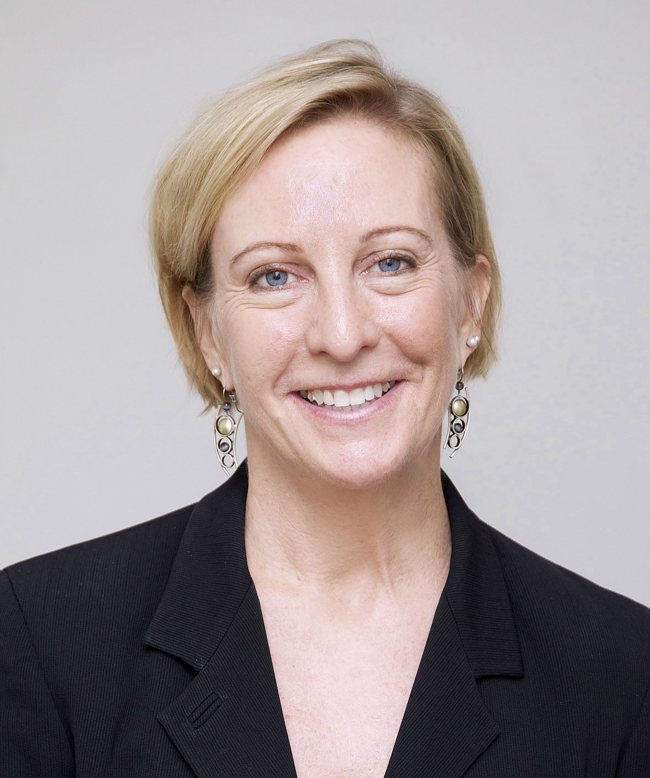 Elizabeth Arledge headshot